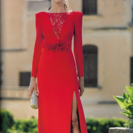 Vestido Largo Rojo con Modestia
