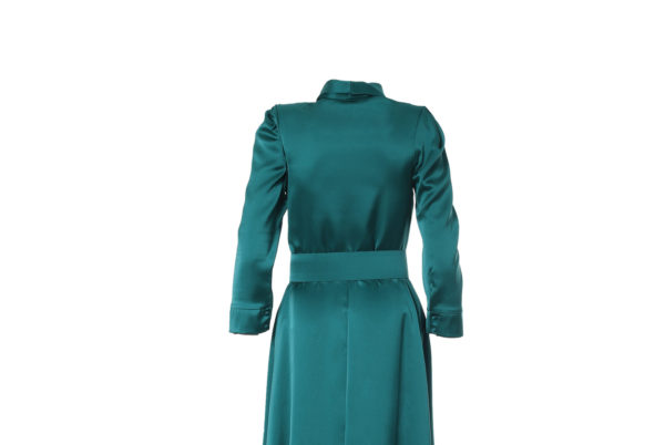 vestido largo de color verde, espalda